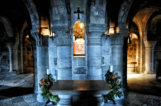 Germigny meadowsweet crypt france, religion.