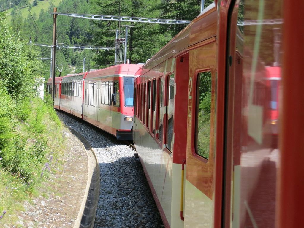 Glacier express switzerland graubünden.