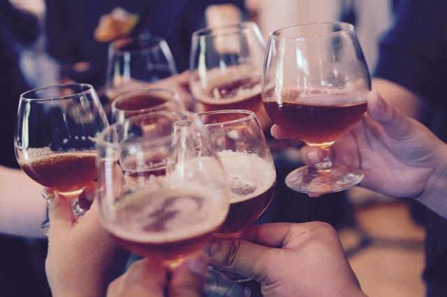 Glasses toasting cheers, people.
