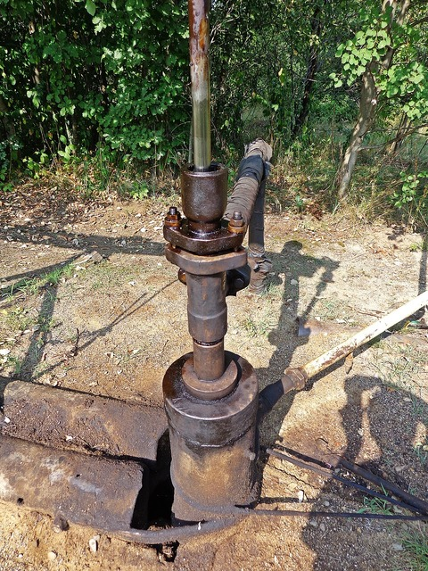 Glazing oil oil mine, nature landscapes.