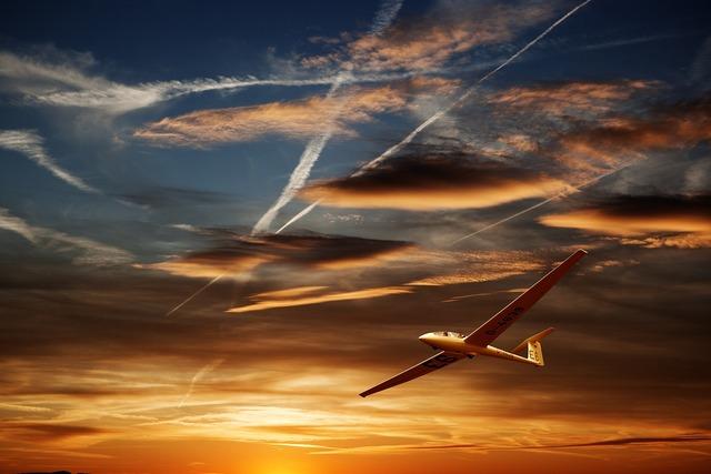Glider glide landing, travel vacation.
