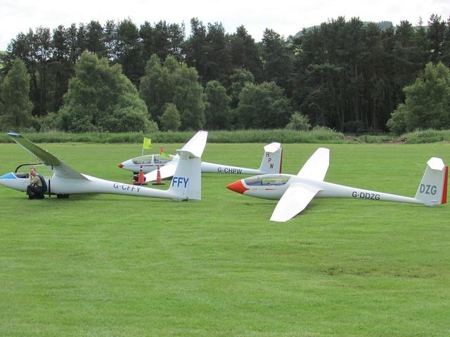 Glider sailplane gliding.