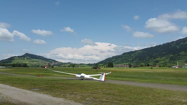 Gliding glider glider pilot.