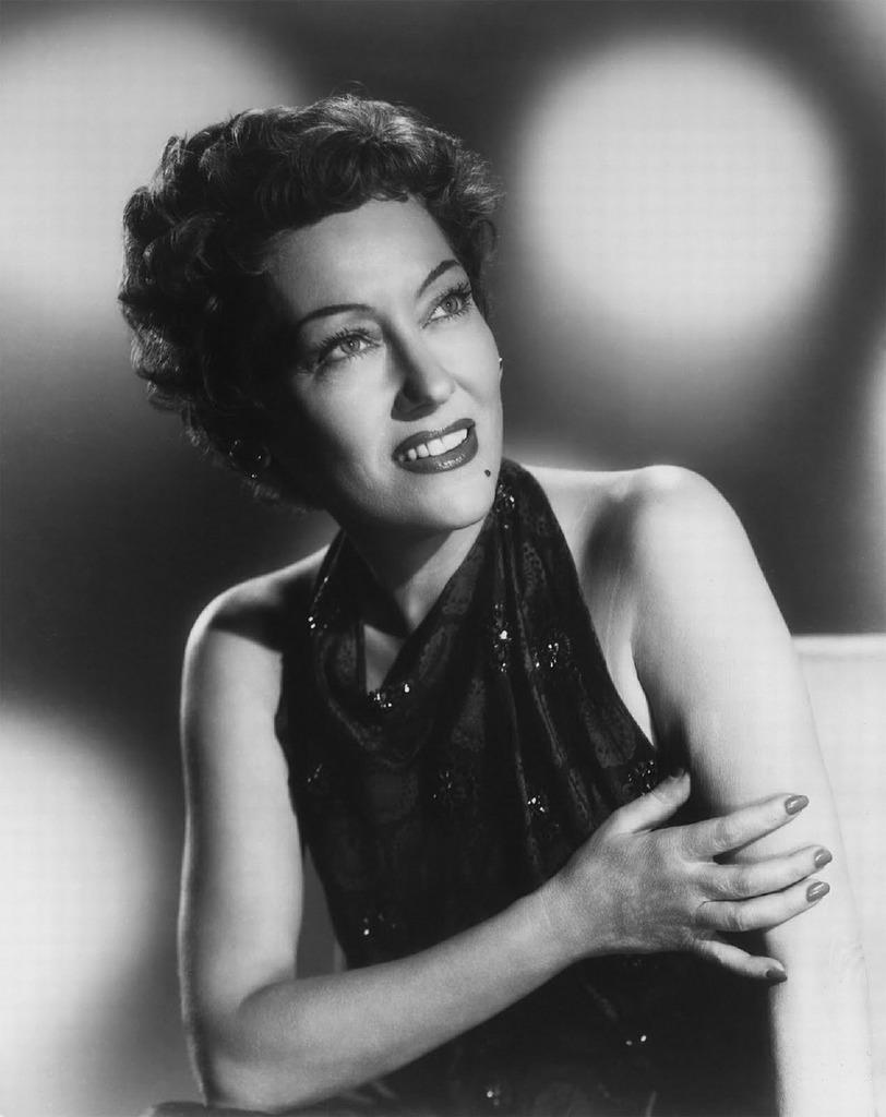 Gloria swanson actress singer.
