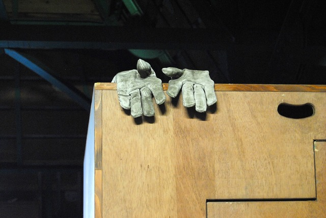 Gloves site roof construction, science technology.