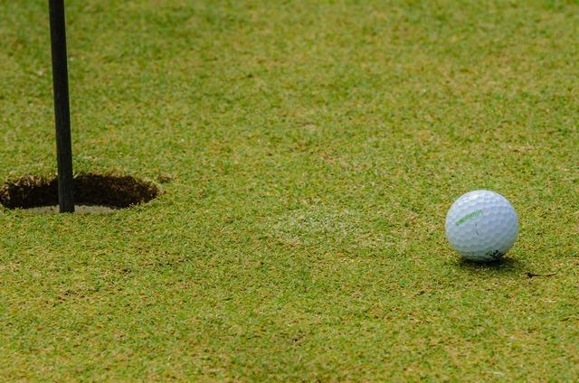 Golfing golf ball, sports.