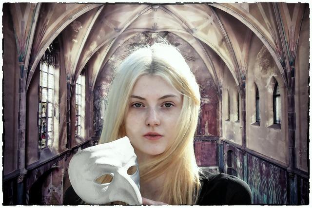 Gothic fantasy dark, religion.