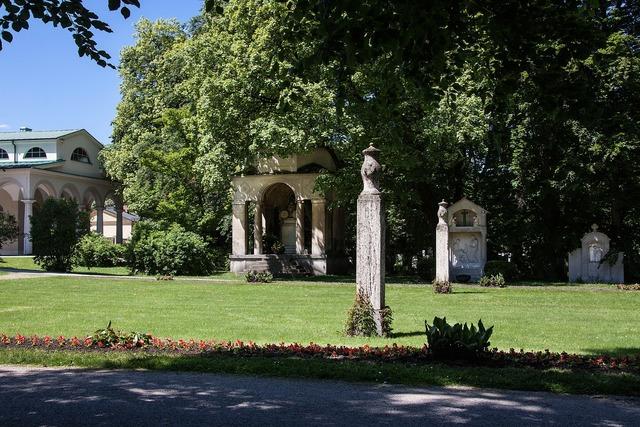 Graves cemetery park.
