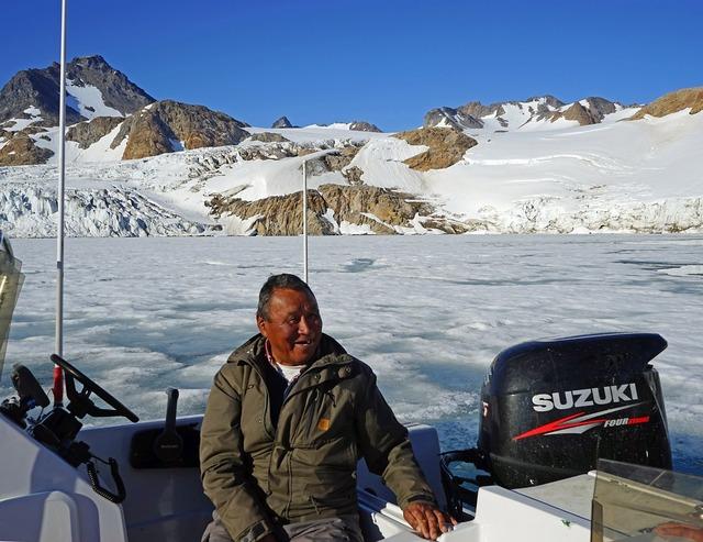 Greenlanders inuit boot, emotions.