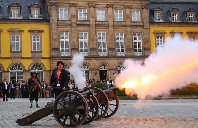 Gun castle cannon shot.