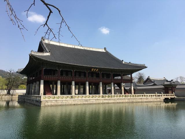 Gyeongbok palace gyeonghoeru hanok.