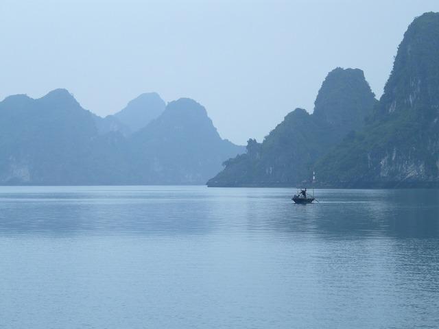 Halong bay vietnam fischer.