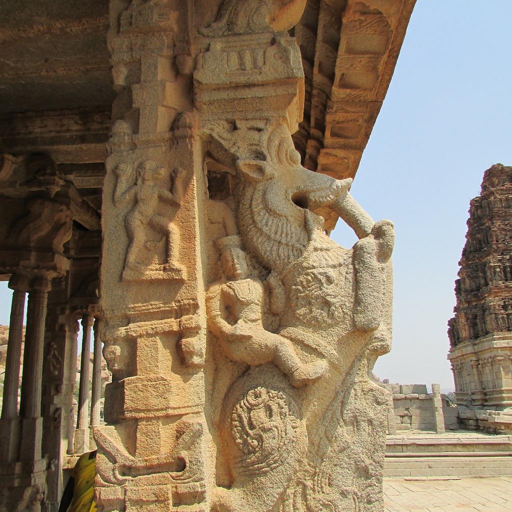 Hampi pillar soldier, places monuments.