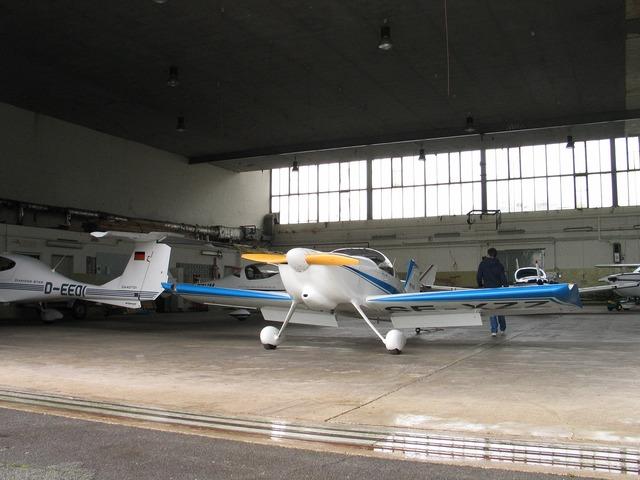Hangar aircraft m17.