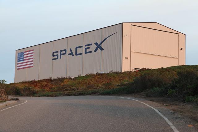 Hangar spacex usa, transportation traffic.