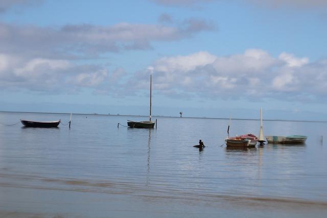 Hawaii beach boats, travel vacation.