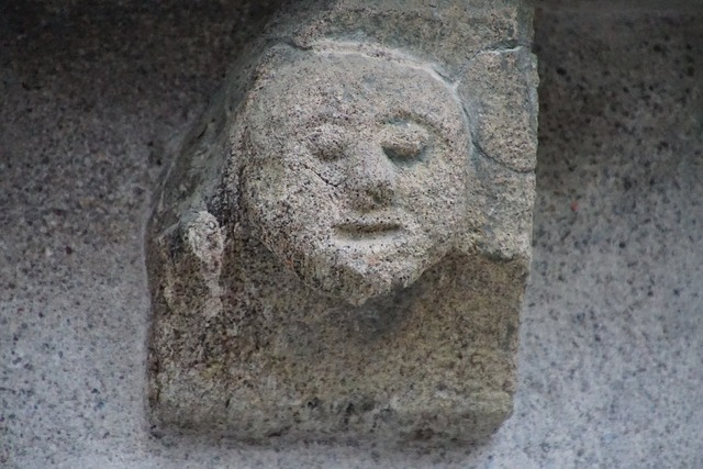 Head sculura stone, places monuments.