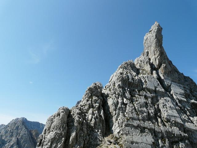 Head törl pinnacle rock points.