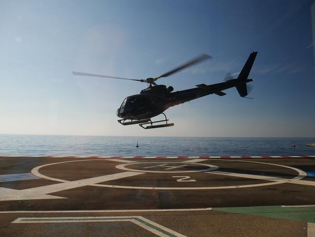 Helicopter landing heli.
