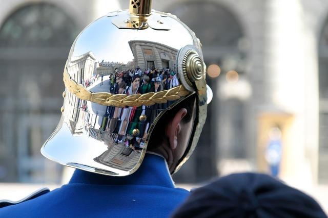 Helm gloss mirror.