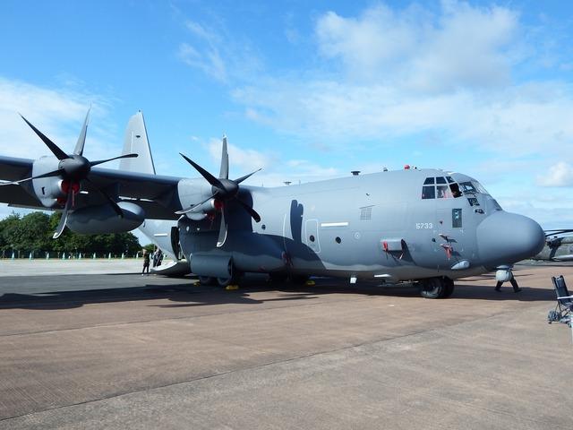 Hercules c-130 lockheed, transportation traffic.