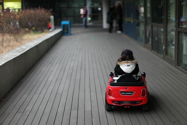 Heyri mini cooper children, transportation traffic.