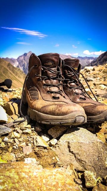 Hiking hiking shoes shoes.