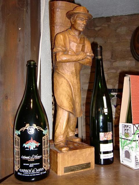 Holzfigur figure wine.
