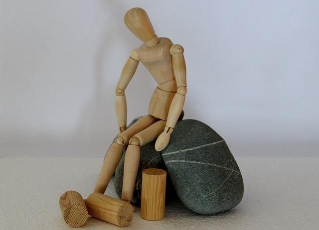 Holzfigur stones hopeless, emotions.