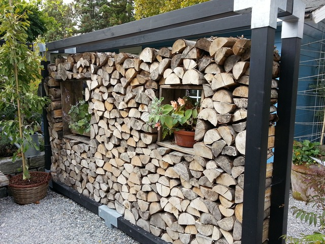 Holzstapel wood wall partition wall.