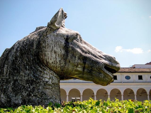 Horse sculpture bronze.