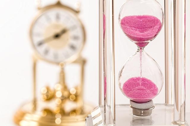 Hourglass clock time.