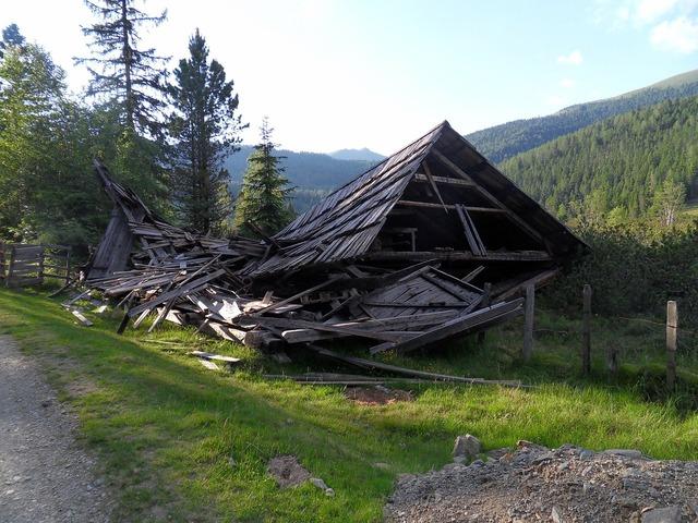 House crash broken shed.