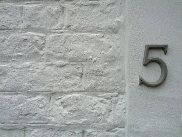 House number 5 number.