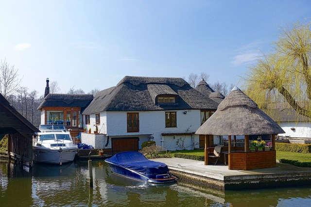 House thatched canal, architecture buildings.