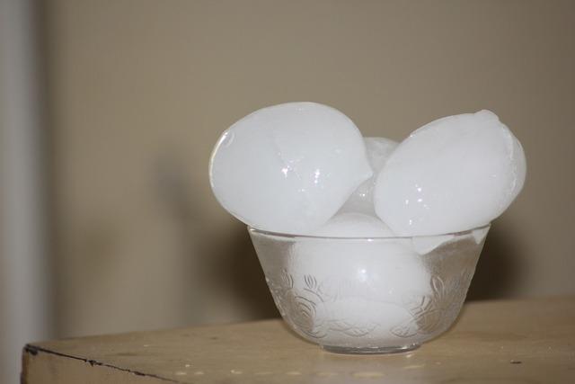Ice cubes ice bowl.