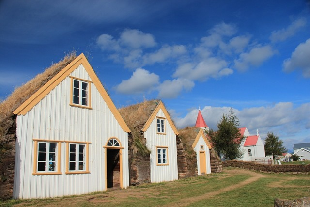 Iceland houses straw.