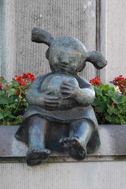 Image statue girl, people.