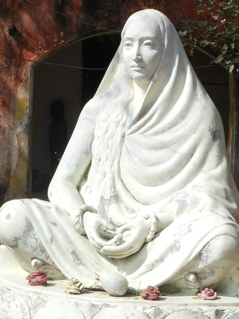 India statue mother.