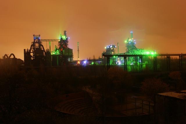 Industry night night photograph, industry craft.