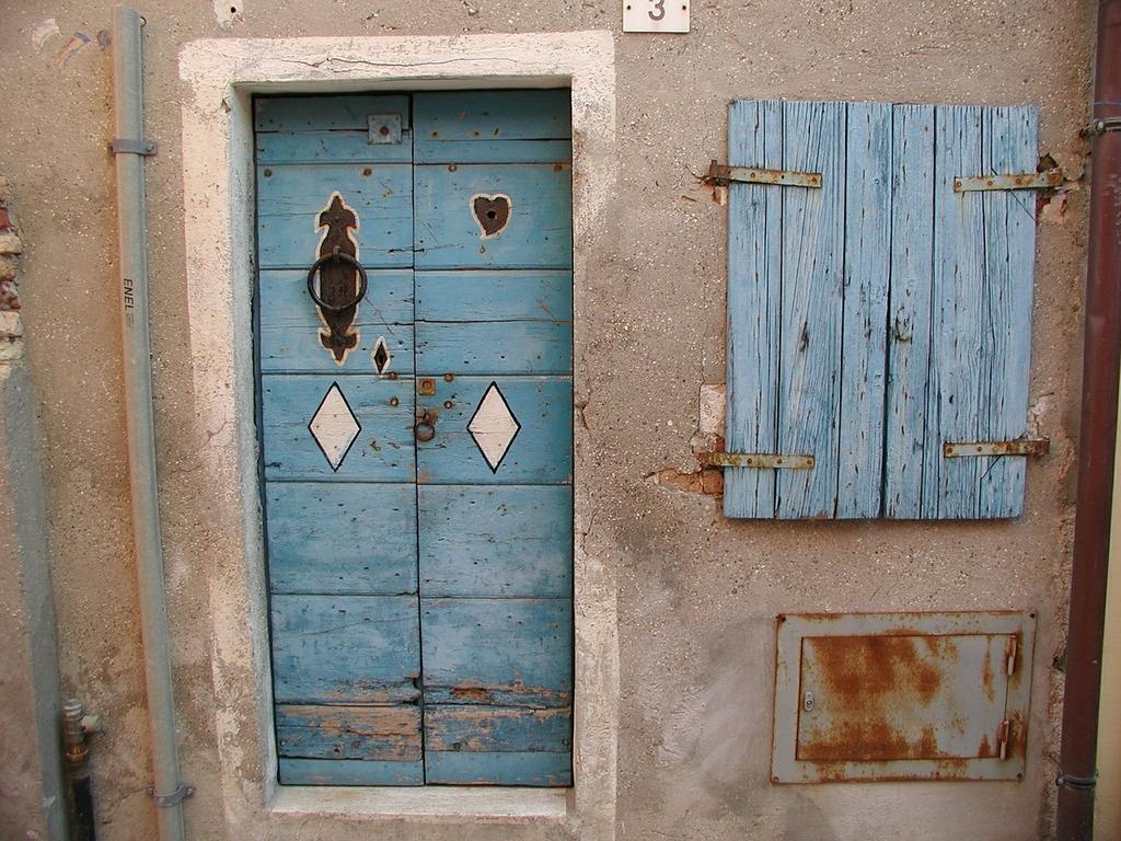 Input door old, architecture buildings.