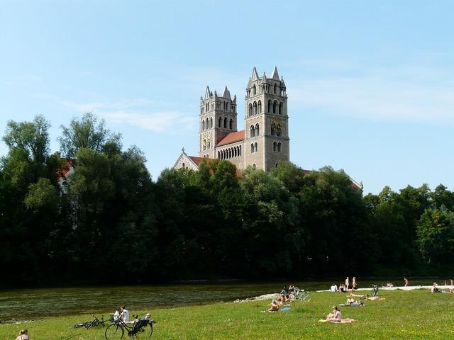 Isar river lawn, religion.