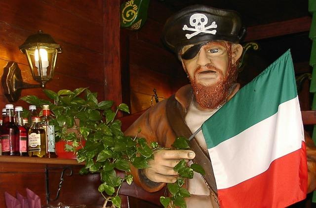 Italy pirate sculpture.