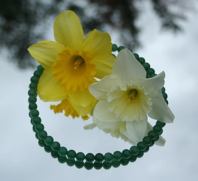 Jade necklace daffodils, beauty fashion.