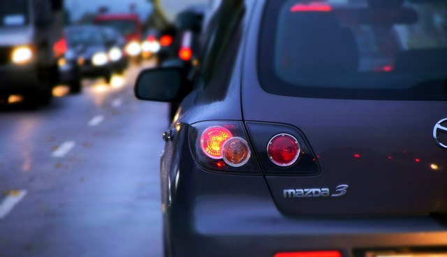 Jam autos traffic, transportation traffic.