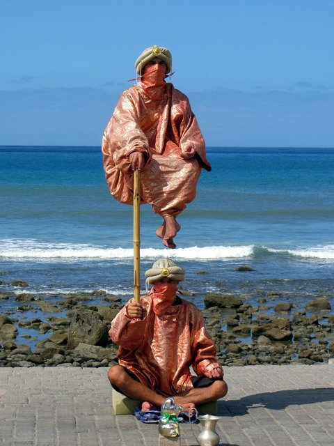 Jester juggle beach, travel vacation.