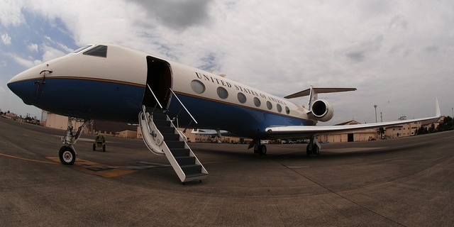 Jet private gulfstream, business finance.