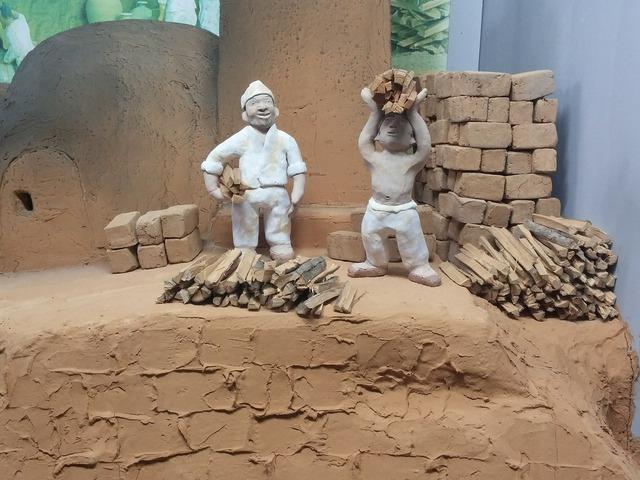 Joseon dynasty porcelain earthenware figurines.