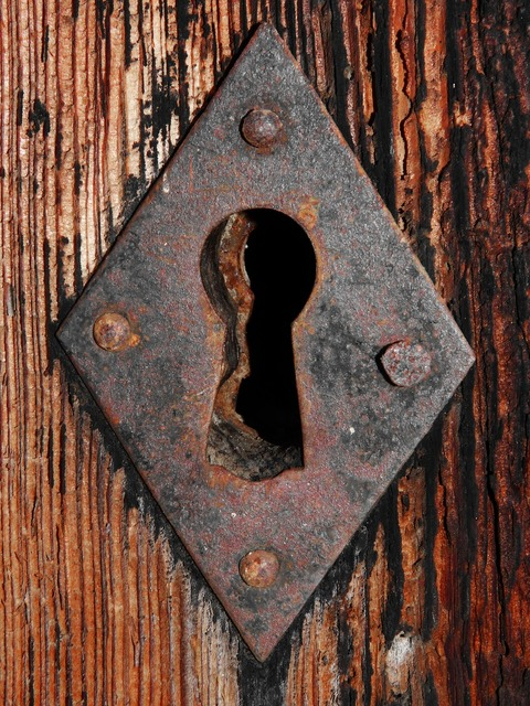 Keyhole lock door.
