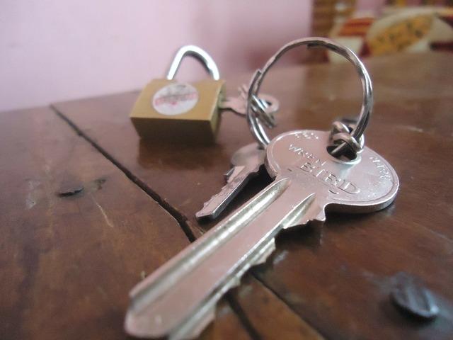 Keys lock padlock.